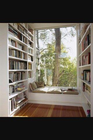 Que mejor que un libro y esta luz natural !