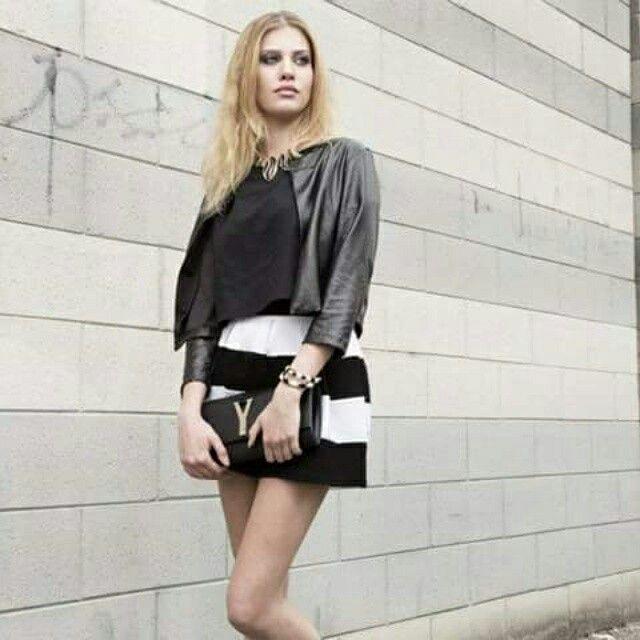 Il black&white un trend che non vuole abbandonare i nostri outfit.Venite a trovarci nei nostri punti vendita www.cvgmoda.com