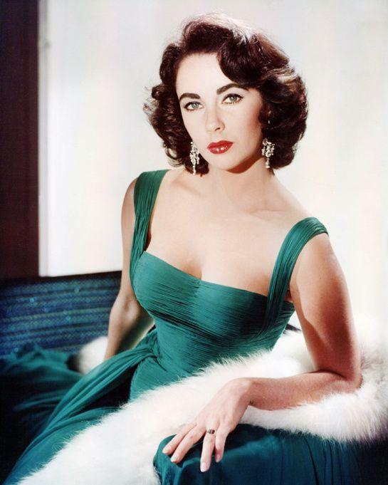 """Elizabeth Taylor : """"Dans la vie, il n'y a pas que l'argent, il y  a aussi les fourrures et les bijoux."""" ... Toute une philosophie!"""