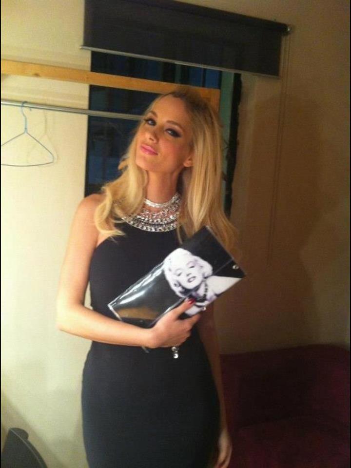 Και η #Δουκισσα #Νομικου σε βραδινή της έξοδο με τσαντάκι Handmade With Love @ http://bsangels.com/index.php/2012-03-20-10-10-32/tsantes.html