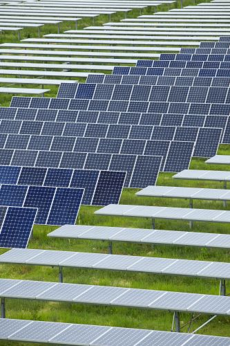 Panneaux photovoltaïques à la Centrale de Porette de Nérone (Corse). Photovoltaic panels in the power plant of Porette in Nérone (Corsica).