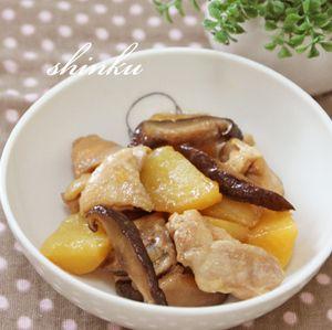 五香粉香る◎鶏肉とじゃがいもの煮物【家にあるもので簡単】 by shinkuさん   レシピブログ - 料理ブログのレシピ満載!  冷蔵庫にあるもの、家にあるもので何か作ろうとごそごそ… 鶏もも肉、じゃがいも発見。 これを味噌バターで味つけ →★ もいいのだけど…、夏は五香粉が似合う季節!(と、私は思っている)  常備乾物の干...
