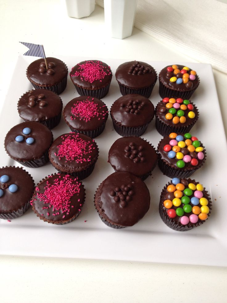 Chocolate cupcakes with candies, kids will love them Anna-Maria Barouh  http://www.instyle.gr/recipe/cup-cake-sokolatas/