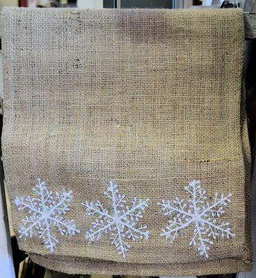 Shabby Love: Burlap and Snowflake Table Runner