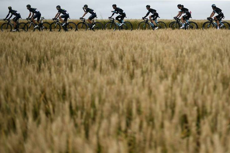 Cyclists of Spain's Movistar cycling team (L) and of Great Britain's Sky cycling team ride in the pack during the 237,5 km fouth stage