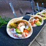 Kräftstjärtar med avocado, lime och dill är en härlig aptitretare, buffemat eller mingelmat som passar bra till ett glas bubbel.