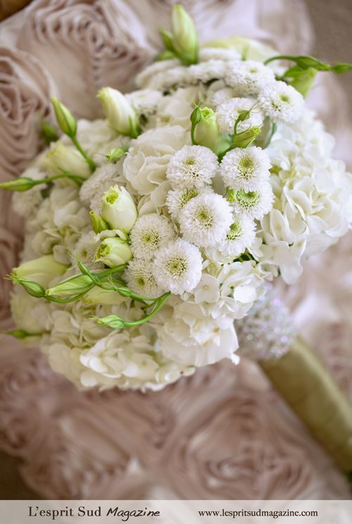 Fashionably white bridal bouquet  Materials 3 stems white hydrangea 10 stems ivory lisianthus 10 stems white button mum 1 1/2 yards (150 cm) of accent ribbon