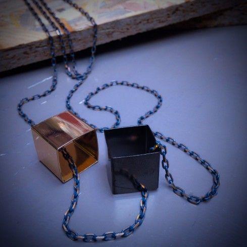 Πόσο πρωτότυπο μπορεί να είναι ένα κολιέ; Box από το Demetrios Collezioni!