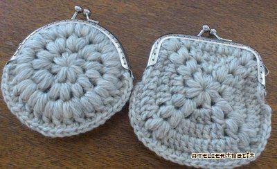 バザーに出した丸モチーフのガマ口編み図です^^モチーフ2枚編んで、底側をとじるだけなので、簡単なのですが、底にマチとかが何もないので、実用性はどうでしょ?小銭入れとして使うなら、なんとか…という感じだと思います^^;ちな