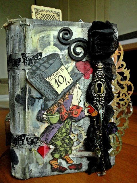 By Tania Martyns : Altered book - Alice in wonderland