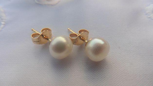 """Ohrringe Ohrstecker echte off-round Perlen mit silbernem oder vergoldeten Stecker.   Schlicht und elegant, ideal zur Hochzeit , aber auch sonst immer """"angezogen""""  _Hier werden nur die Ohrstecker..."""