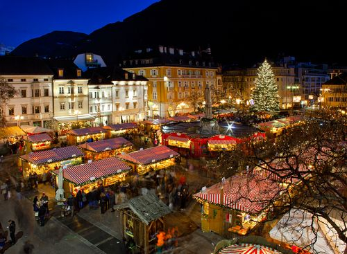 Our top 10 Christmas markets in Italy, from the Christmas market in Rome at Piazza Navona to the world-famous market in the Dolomites' Bolzano!