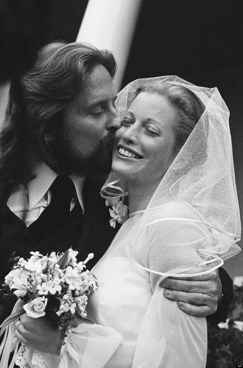 Michael and Diandra Douglas were married 1977-2000 and had one child, Cameron.