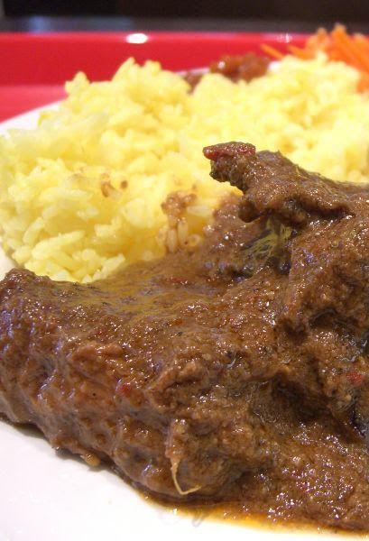 Il risotto alla milanese con ossobuco Bimby è un piatto unico a base di riso e ossobuco di vitello reso speciale dallo zafferano e dalla gremolada!