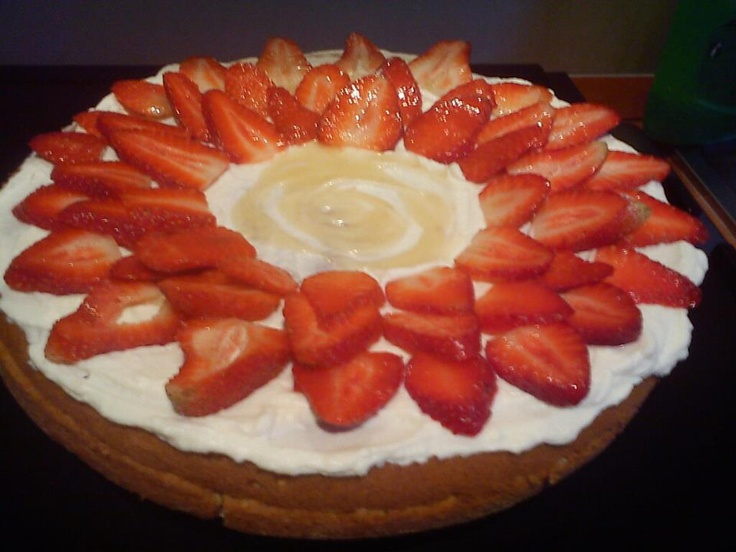 """Strawberry """"sunflower"""" cake...Low fats! :) #Recepies"""