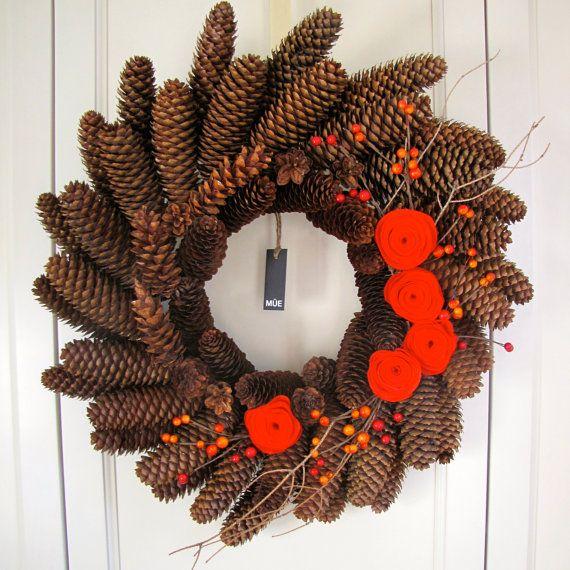 Couronnes de Noël - Décoration de Noël -   Couronne de par MUEcreation - Couronne - Couronne de cocottes - Pommes de pin