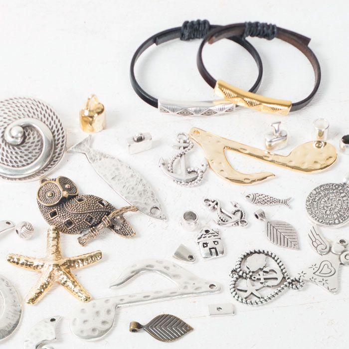 Viele Metallperlen und Metallanhänger #metallperlen #metallanhänger #metallschmuck #diyschmuck #schmuckanleitung #schmuckshop #selbstgemacht #jewelrymaking #schmuckdesign #schmuckideen