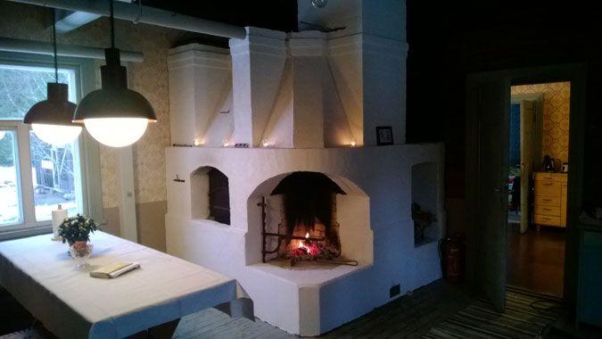 Thermal mass heater with baking oven and hearth | Tiilestä muurattu nostalginen takka leivinuuni