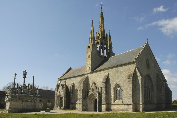 La chapelle de Tronoën et son calvaire. #stjeantrolimon #chapelle #chapel #calvaire #brittany #bretagne #Finistère