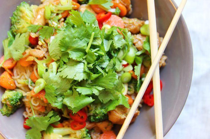 thaise noedels met kip en cashewnoten