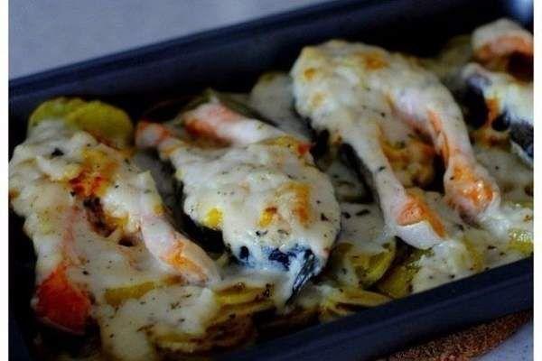 1. Обалденная вкусная запеканка картофельная с рыбкойПолучается изумительная хрустящая сырная корочка! И рыбка, и картошка в сливках со специями приобретают нежный пикантный вкус! Быстро, л…