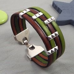 Check the way to make a special photo charms, and add it into your Pandora bracelets. Kit tuto bracelet cuir vert et marron perles et fermoir plaque argent