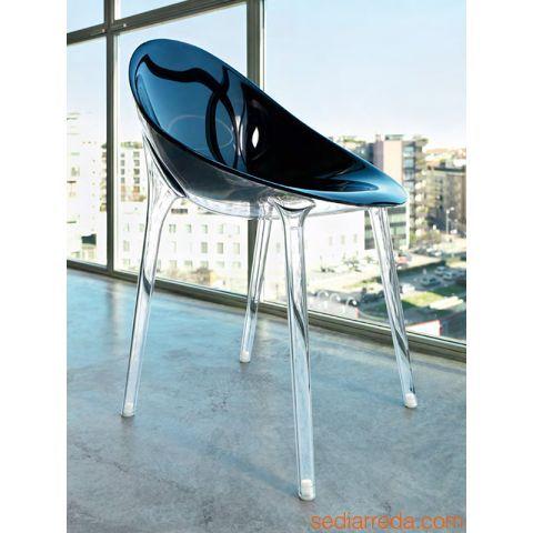 Mr. Impossible - Stuhl Kartell, schwarze Sitzschale und durchsichtige Beine