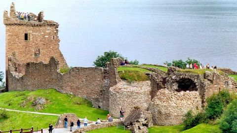 13 HARI – BEST OF BRITAIN & SCOTLAND + ST MICHAEL'S CASTLE (Schottland_Urquhart_Castle_Loch_Ness)