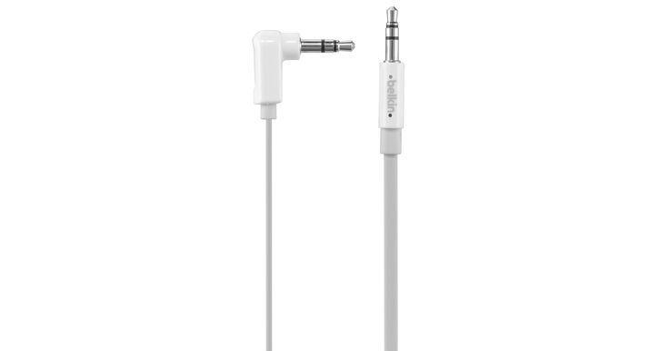 Le câble mini-stéréo plat à angle droit Belkin de 3,5mm relie votre iPod ou iPhone à la chaîne stéréo de votre voiture ou de votre maison, à vos haut-parleurs portatifs ou à tout autre appareil muni d'une prise 3,5mm.