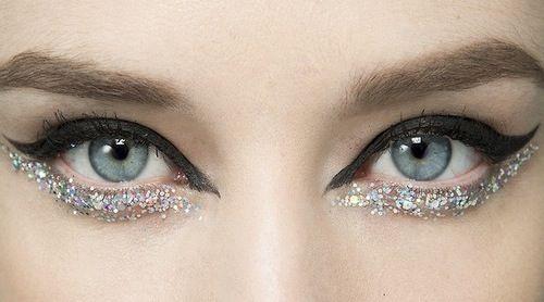 Glitter eyeliner..... dit past perfect in ons assortiment van alle blinkende en glitterende schoenen! Laat je helemaal gaan deze zomer! #zomer2014 #SchoenenCaramel