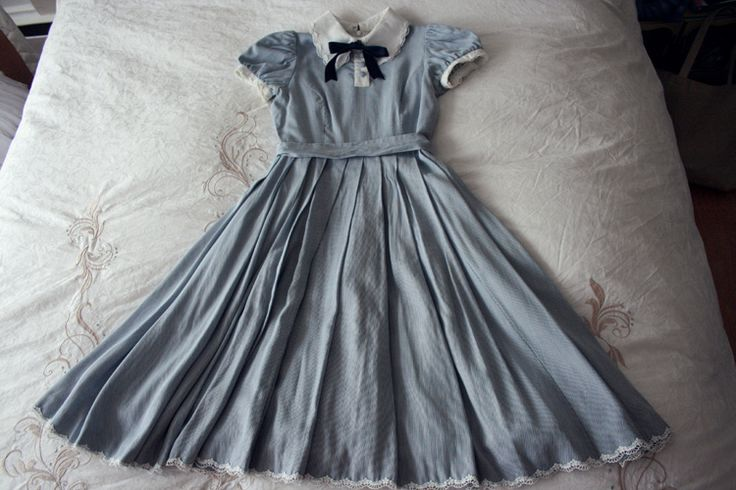 pretty dress. Reminds me of Alice in Wonderland