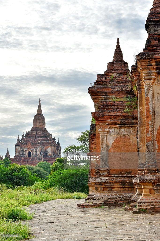 Temple Bagan, unesco ruins, Myanmar. Asia. Su La Ma Ni Pahto #getty #photographe #photo #image  #images #temple #bouddhisme  #religion #stupa #photographie #ancien#histoire #unesco #khmer #birmanie #terre #cuite #bouddha #vertical