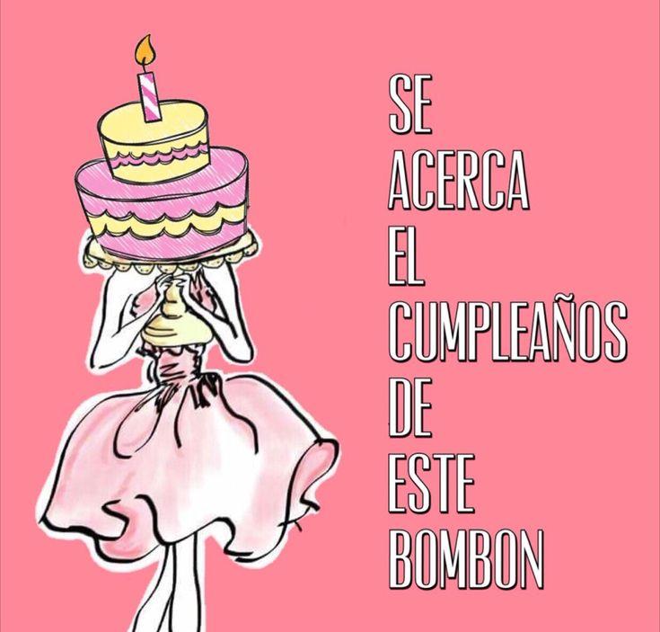 Se acerca el cumpleaños de este bombón, chica cargando un pastel
