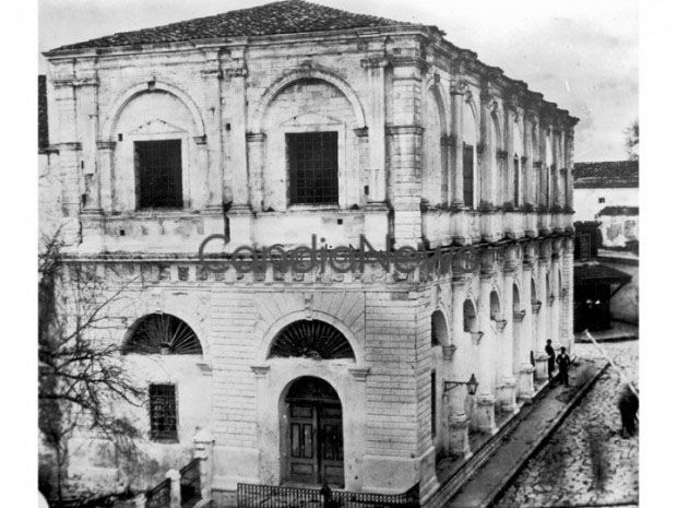 Η Λότζια με τον όροφο, πριν την κατεδάφισή του