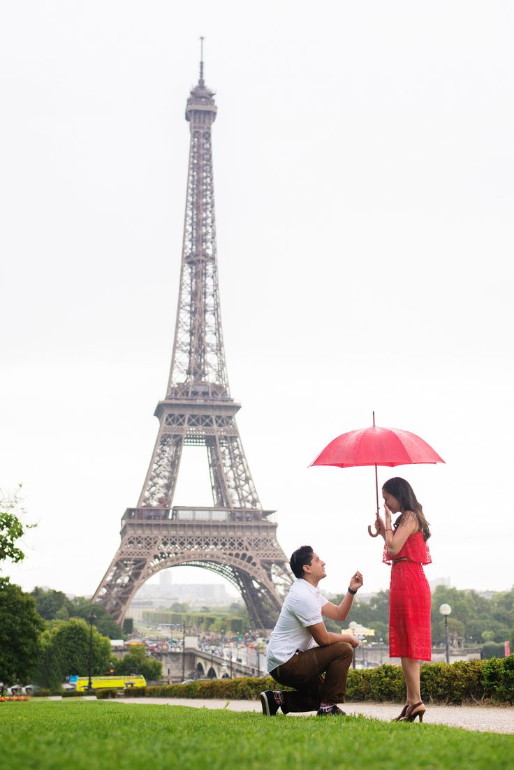 #paris #engagment #theparisphotographer #engagementinparis