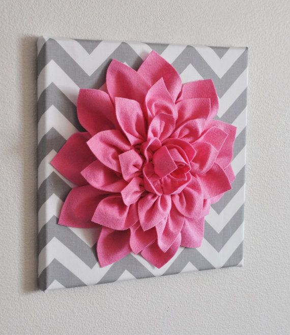 Mur+rose+fleur++Dahlia+rose+vif+sur+Chevron+gris+et+par+bedbuggs,+$34.00