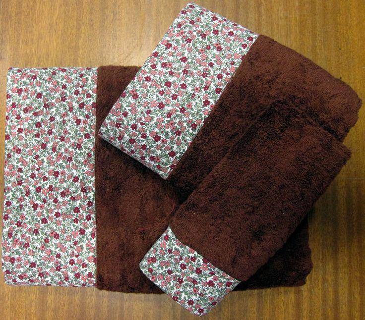 Juego de toallas confeccionado con tela liberty en www.lagarterana.com, ideal para regalar, muy románticos.