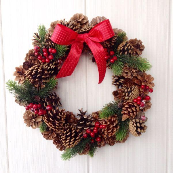 """Купить Новогодний венок""""Классический"""" - шишки, венок новогодний, ягоды, натуральные материалы, ветки елки, елка"""