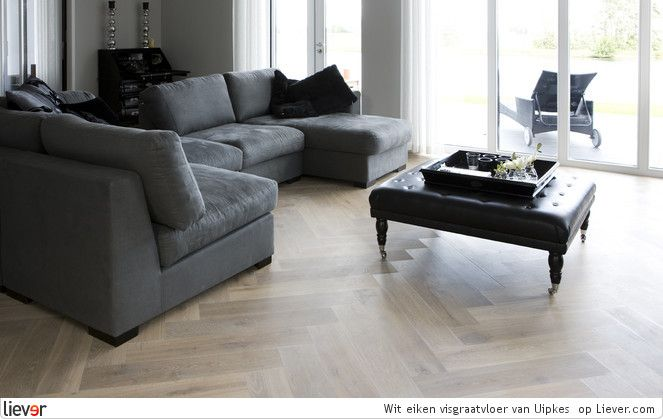 Uipkes Vloeren Gerookt wit eiken visgraatvloer - Uipkes Vloeren vloeren & parket - foto's & verkoopadressen op Liever interieur