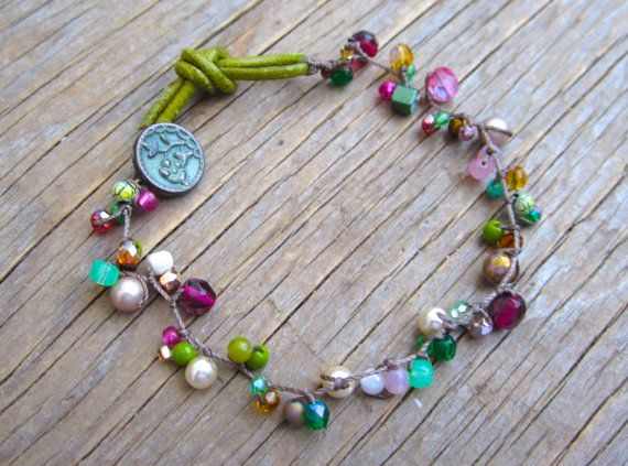 Vintage rosa braccialetto annodato con pulsante d'epoca di Sydnejo, $28.00