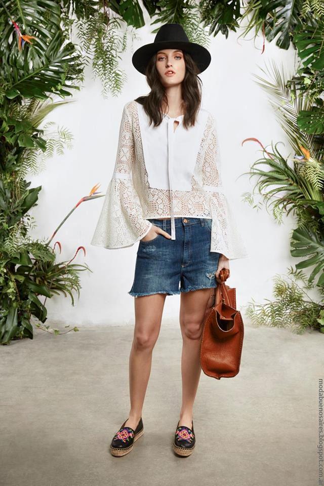 Blusa de encaje y mangas acampanadas María Cher primavera verano 2017. Moda…