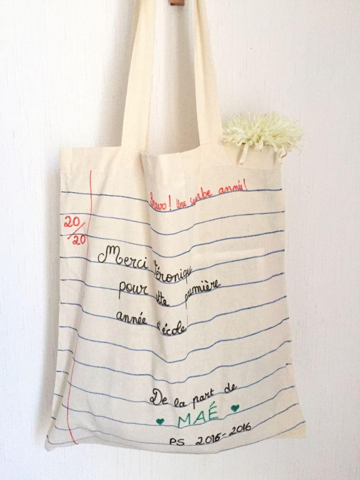 Un joli tote bag personnalisé à offrir à la maîtresse !