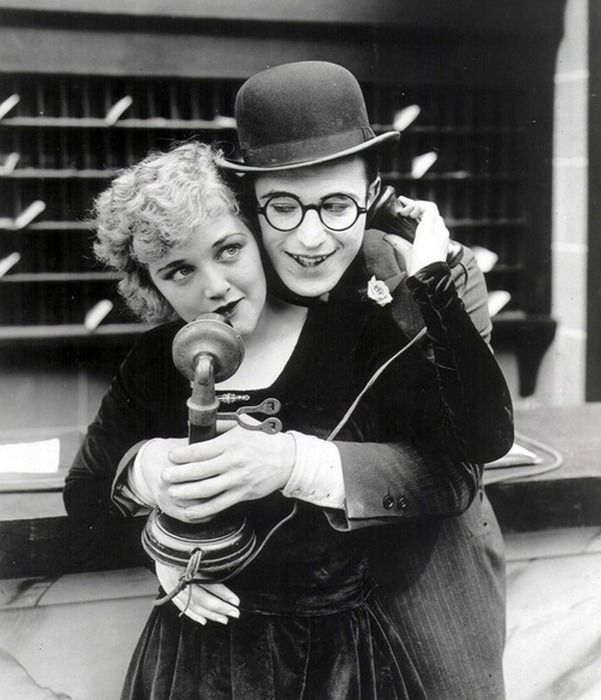 Silent film stars & real life couple Harold Lloyd & Mildred Davis :-)