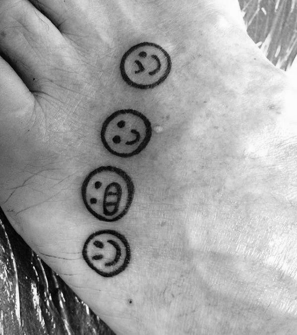 30 Emoji Tattoo Designs Fur Manner Emoticon Ink Ideas Mann Stil Tattoo Emoticon Emoji Tatowierungen
