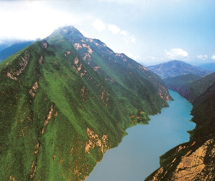 YANGTZE RIVER - The beauty of China's Yangtze River is almost indescribable but we will go with stunning. Look up at the scenery from a river cruise with Uniworld River Cruises and Titan Travel www.uniworld.com (Photo courtesy of Uniworld Boutique River Cruise Collection)