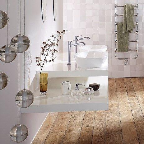 25 beste idee n over houten vloer badkamer op pinterest badkamers en douche for Houten lambrisering in de badkamer
