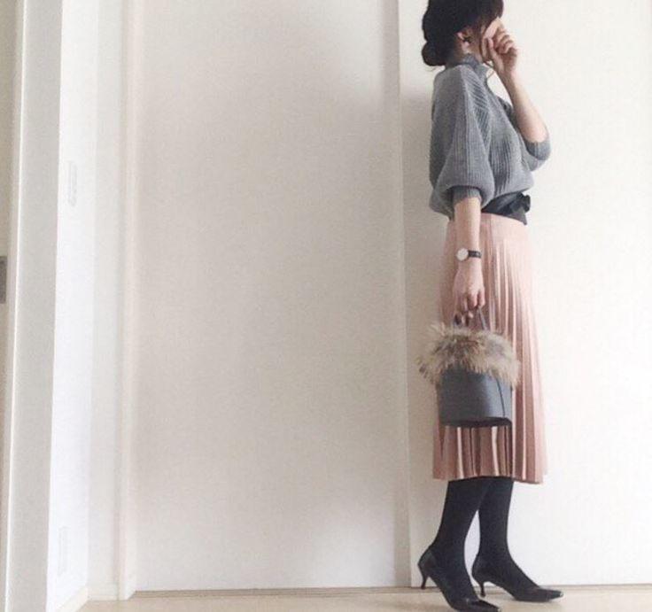 着飽きたプリーツスカートを春の装いにサッシュベルトがトレンドの定番になりそうな予感
