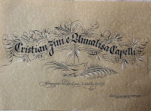 carta pergamena con scrittura in Gotico Italico fiorito  in inchiostro ferro gallico nero e bleed proof white bianco