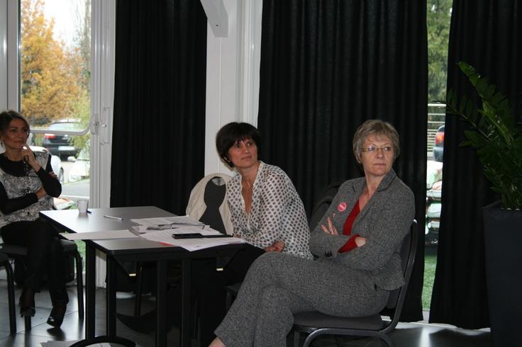 De gauche à droite : Marjorie AZNAR (Chargée d'études et de développement AGEFIPH Rhône-Alpes), Valérie CLAUSIER (Responsable de l'agence Saint-Etienne Tertiaire) et Colette THIZY (Chargée de mission RH Caisse d'Epargne Loire-Drôme-Ardèche)