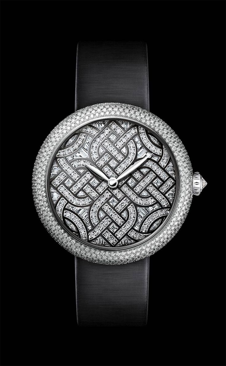 During this year's international watch show, CHANEL unveils new watches and exceptional pieces: the Première Camélia Skeleton watch, the Monsieur de Chanel watch, the Mademoiselle Privé Aubazine watch, and the Mademoiselle Privé Coromandel Table Clock.